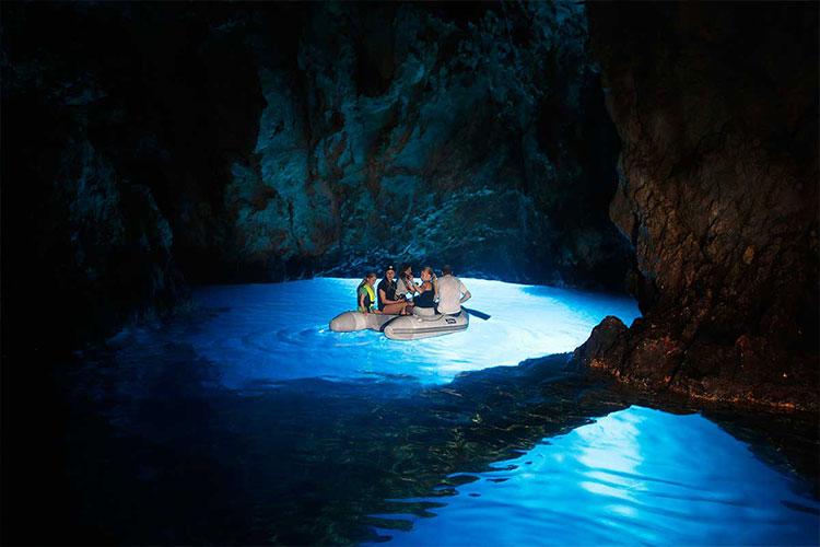 Bisevo kék barlang