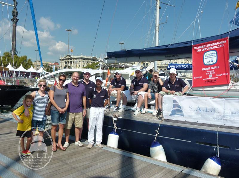 A Femme Fatale csapata 2013. szeptemberében a The Mediterranean Tall Ship's Regattán Barcelonában. A barcelonai magyar főkonzulátusról a főkonzul úr és családja látogatásán készült a kép.