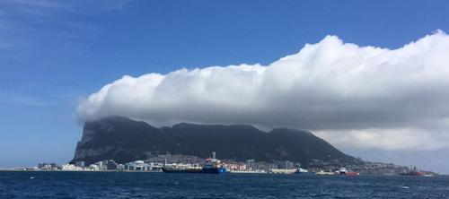"""A Levanter fehér """"zászlófelhőt"""" képez Gibraltár felett"""